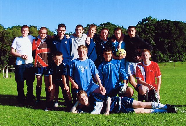 Young 'uns team
