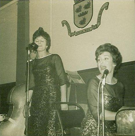 Anne & Laura Brand