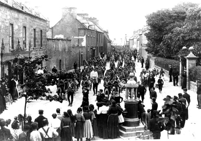 Military Parade on High St - c1901?