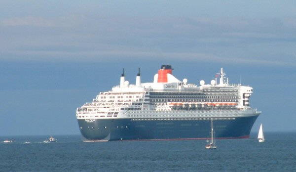 Leaving the Firth - the QM2 and the local Flotilla