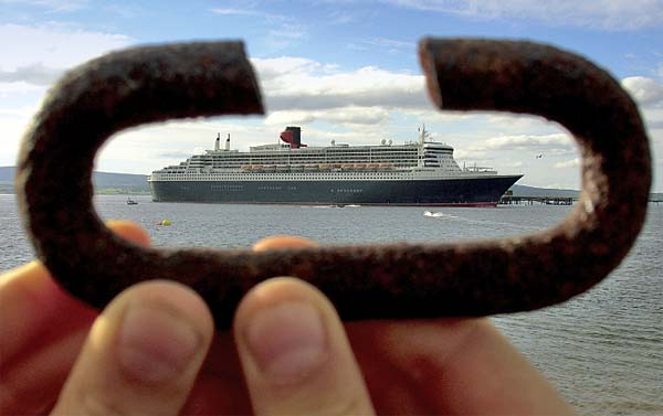 QM2 leaving the Cromarty Firth
