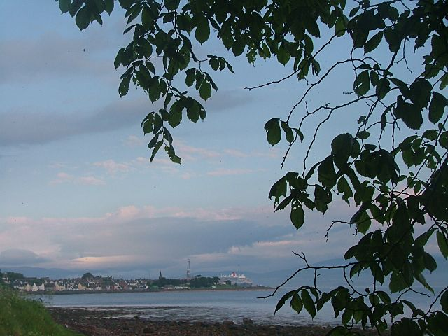 QM2 passes the town on the way to Invergordon
