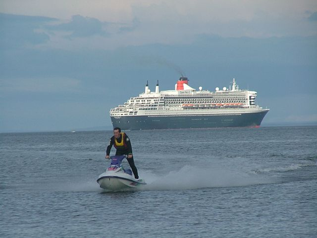 Jetskier in front of the QM2