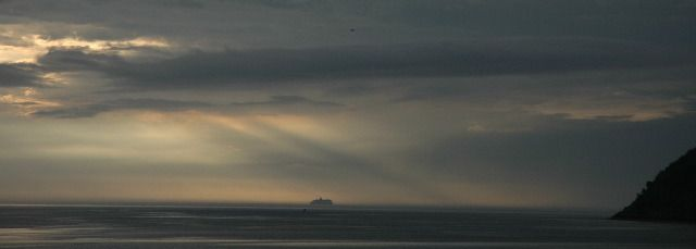 QM2 on the horizon