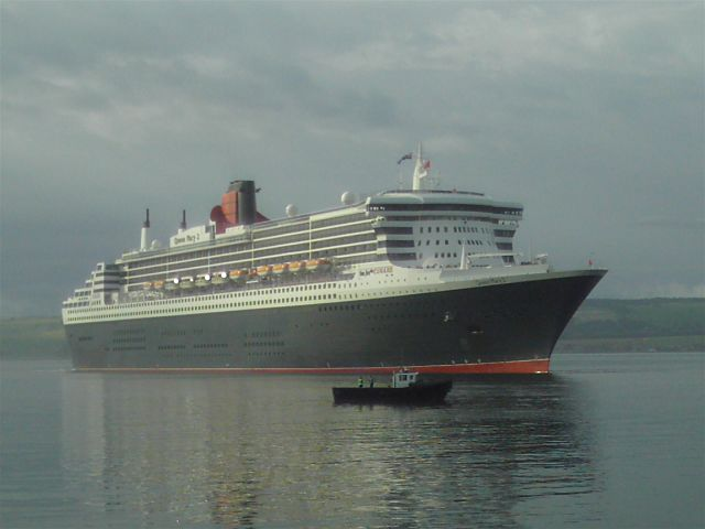 QM2 at Invergordon