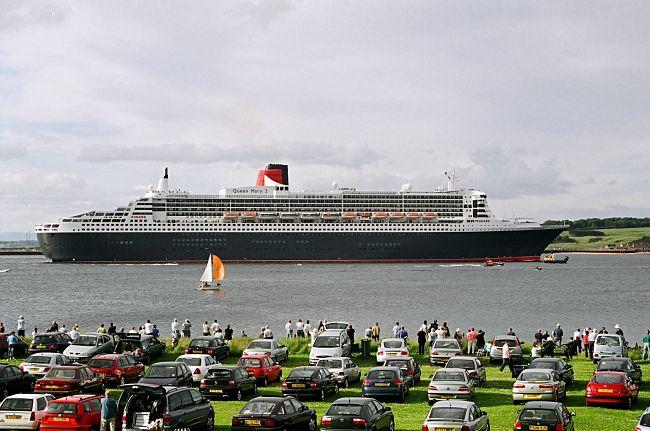 QM2 leaving the Firth