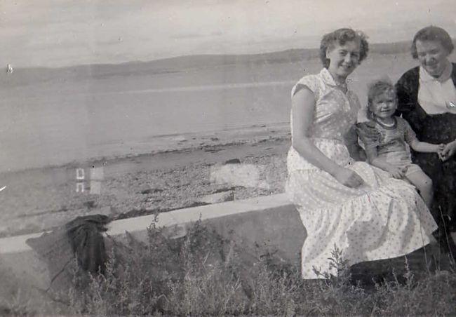 Duff family on Shore St - 1955