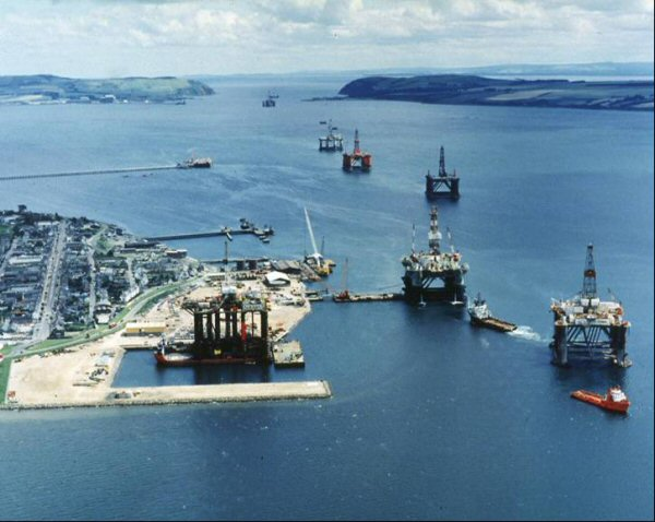 Rig Conversion in the Queens Dock