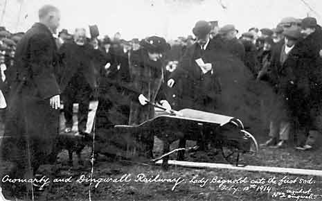Cutting the first sod
