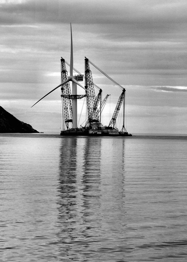 The Crane Barge Rambiz with Wind Turbine No 1