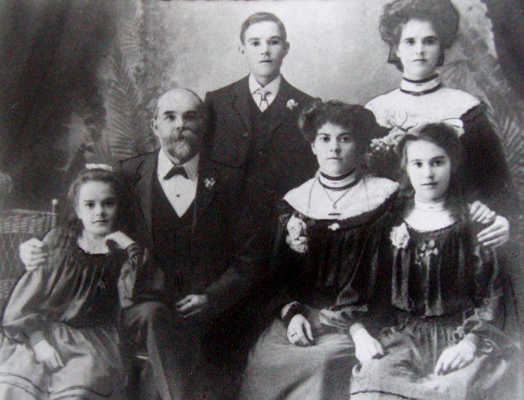 David Manson Skinner and Family - c1896