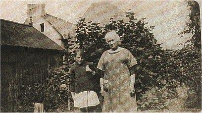 Macdonald family group - c1927