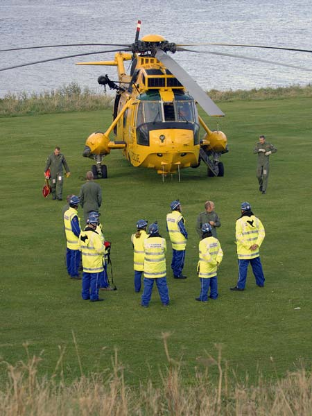 Helicopter and Coastguard on Links