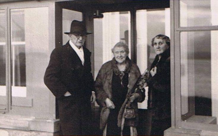 Mackenzie Golden Wedding - 1951