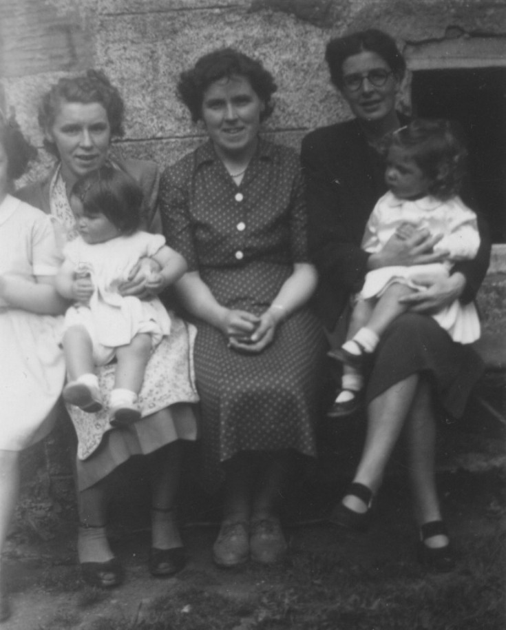 Jean with Carol, Elma, Peggy with Margaret