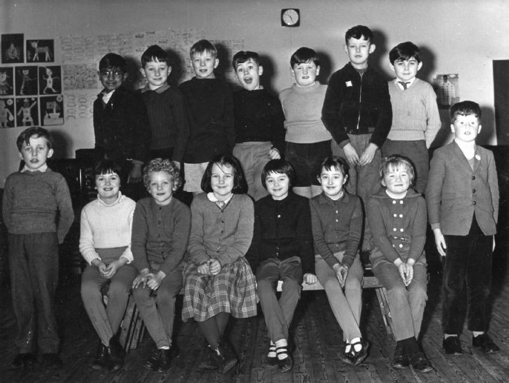 Cromarty School Primary 4 class, 1963/64