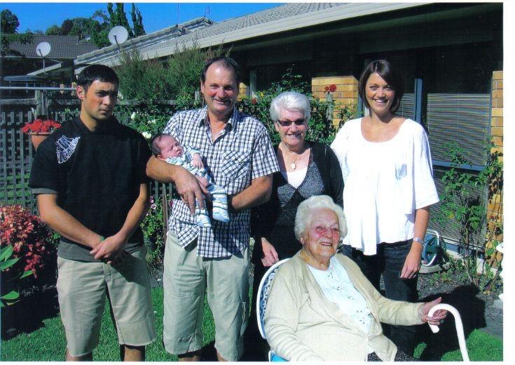 6 living generations of Urquharts