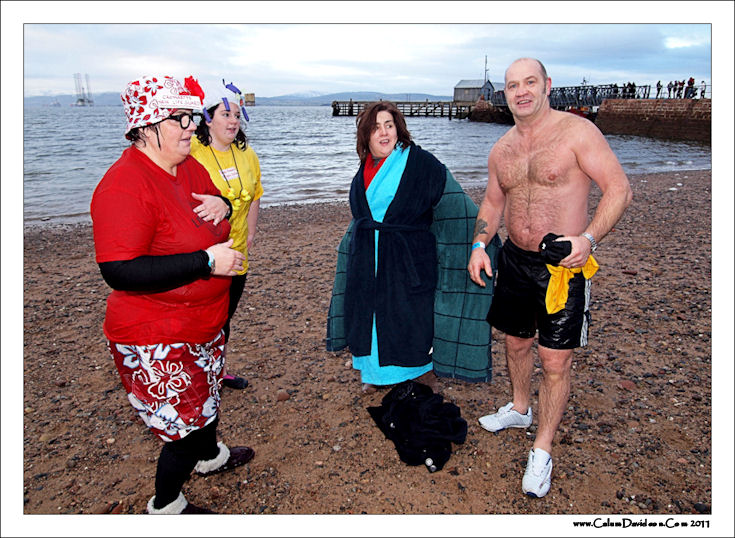 The Cromarty New Lifeguard! - Laura, Paige, Crystal and Bob