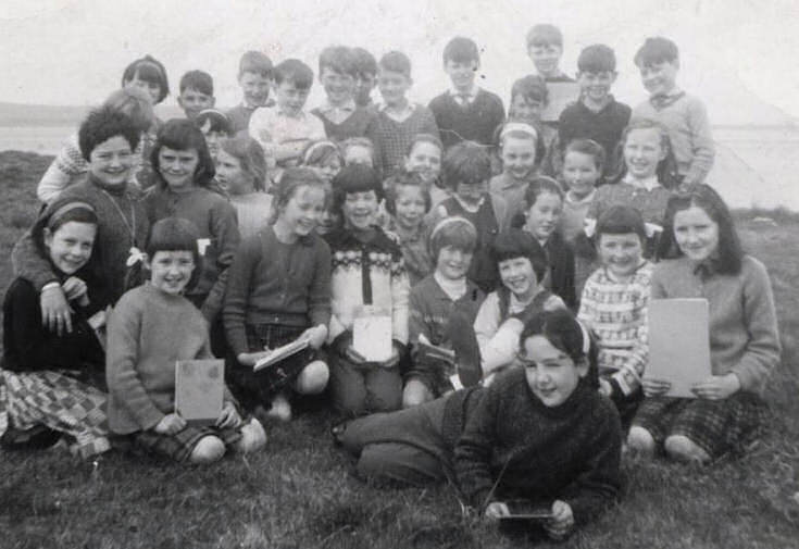 Primary pupils on the links