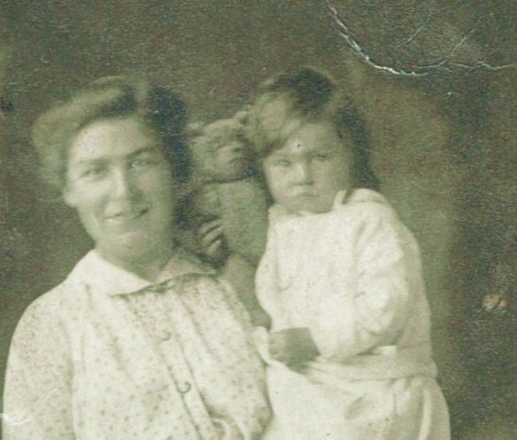 Nellie Hogg, nee Finlayson and her daughter Nellie Mackenzie
