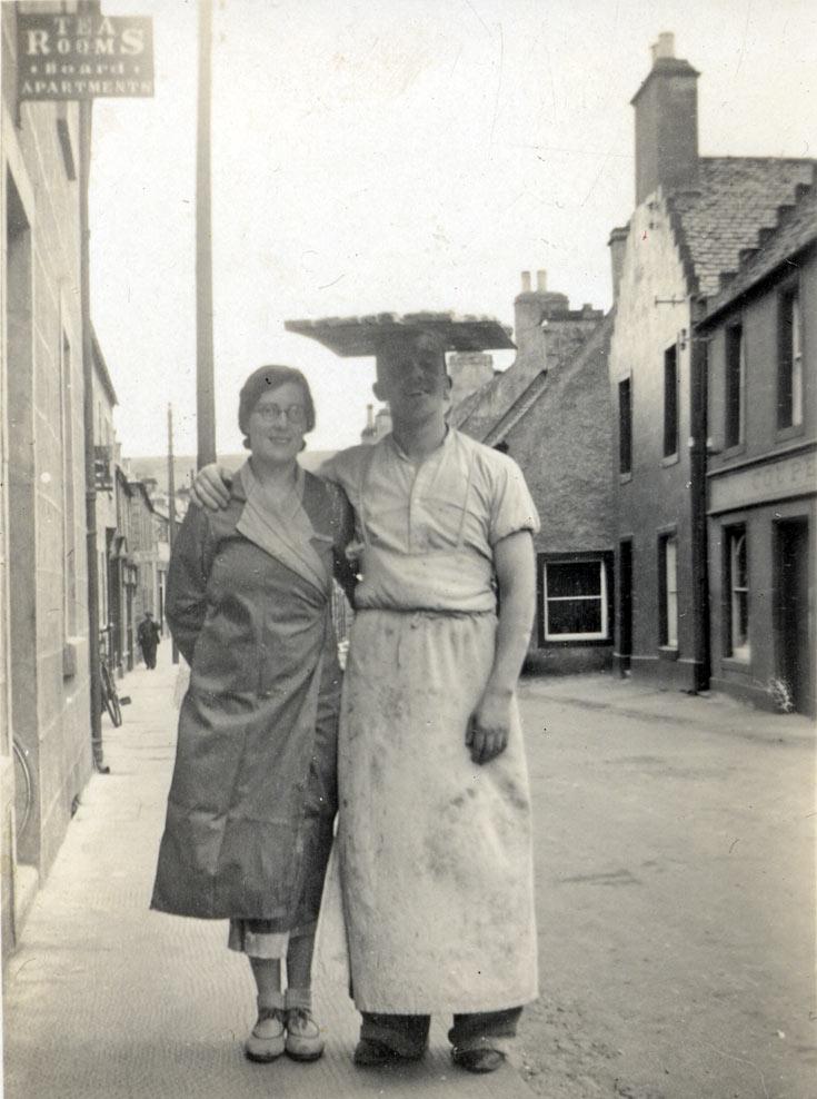 'Bingo' Williamson the baker and Tina - c1941