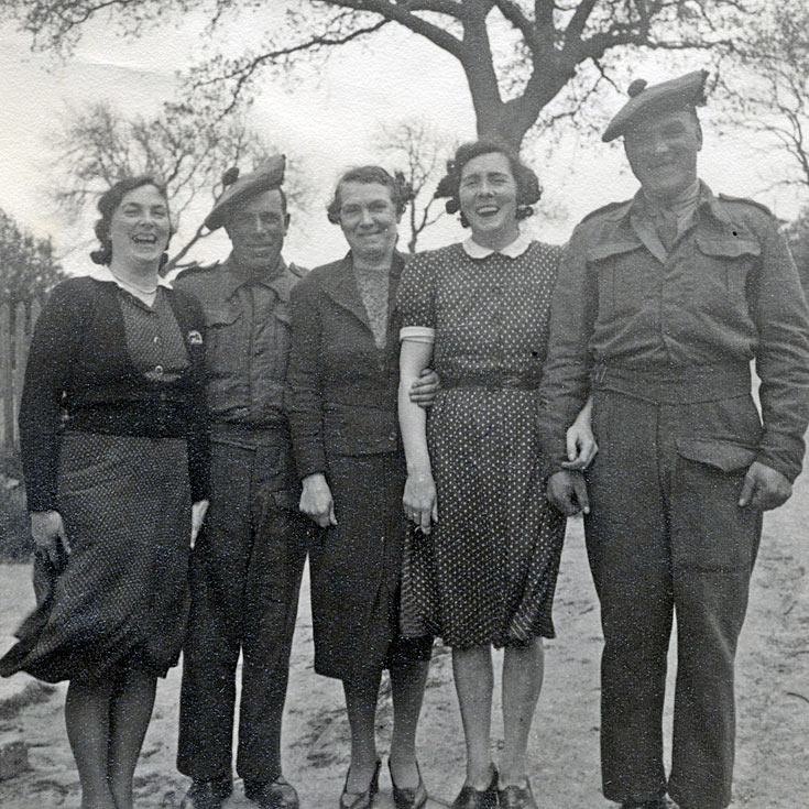 Jessie-Anne and Greta at Rosefarm, with brothers Jack and Jim Young  - 1944