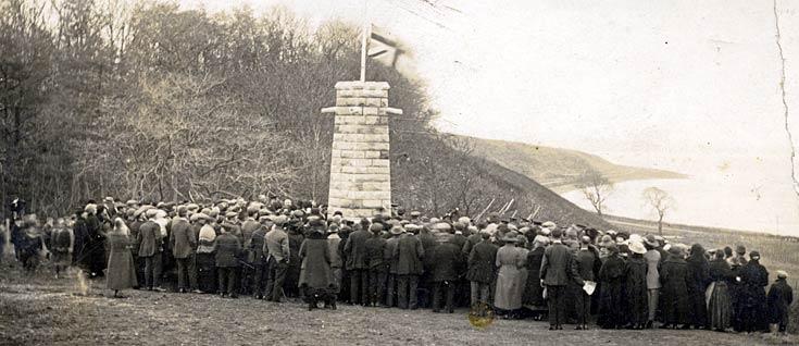 The War Memorial at the top of Kirkie Brae