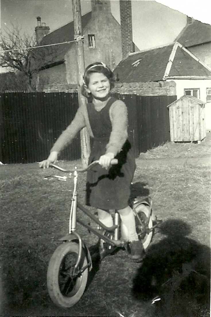 Caroline Bain in Gordon's Lane, 1960 or 1961