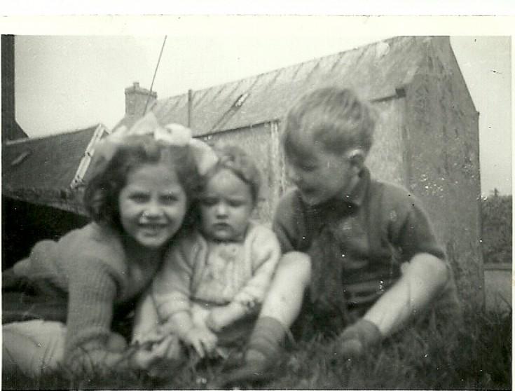 Caroline & Cynthia Bain with Alister Dunnet 1960