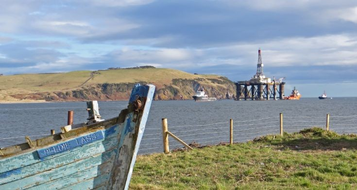 The Sedco 704 semi-submersible drilling rig heading for Nigg Yard