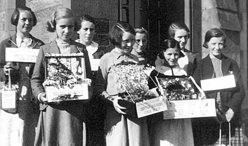 Children selling poppies - c1936