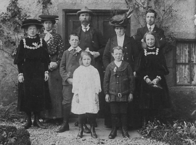 John and Tabitha Bain and family - c1908