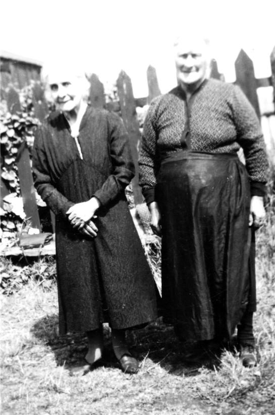 Sisters Annie & Bella Mcleman (Dhu)