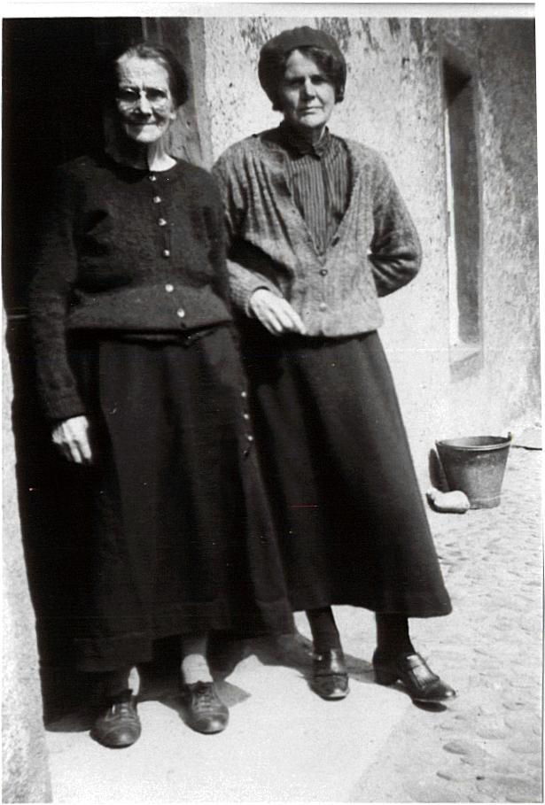 Sisters Eliza Finlayson (nee Hossack) & Georgina