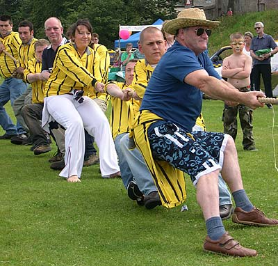 The Cromarty Arms tug-of-war team