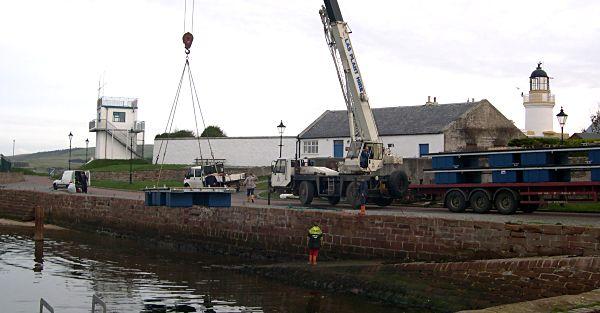 Installation of pontoons - 2004