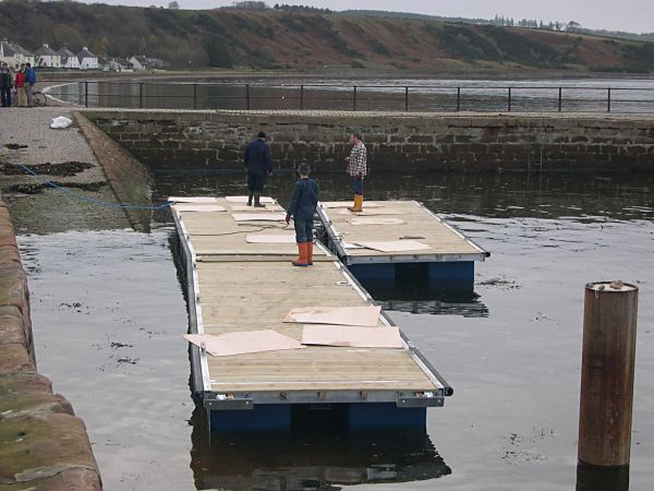 Installation of pontoons - 2004