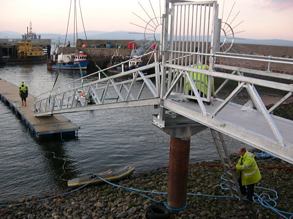 Installation of Pontoon Bridge - 9 Dec 04